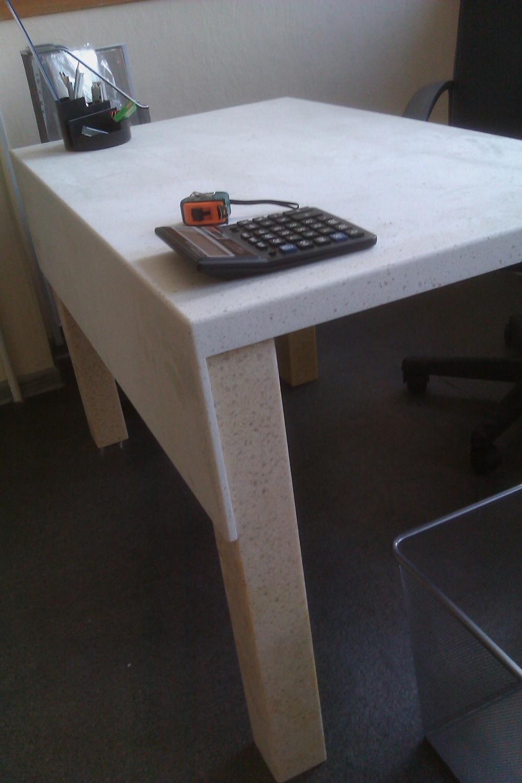 Стол из искусственного камня в офис